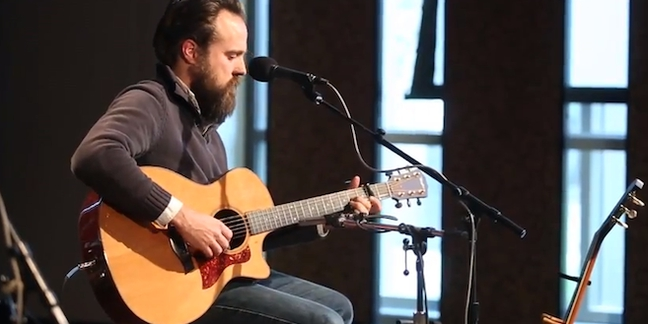 """Watch/Listen: Iron & Wine Plays New Songs """"Caught in the Briars"""" and """"The Waves of Galveston"""" MP3"""