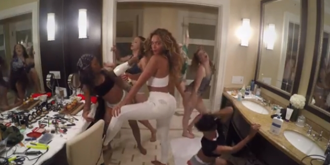 """Beyoncé Dances Around The House In New Video for """"7/11"""""""