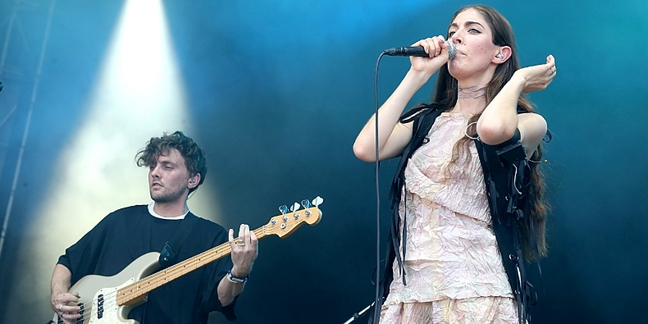 """Watch Chairlift Perform """"Bruises,"""" """"Ch-Ching,"""" """"Amanaemonesia"""" at Final Show"""